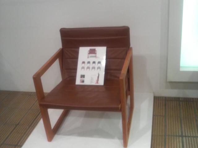 お見舞いと折り畳み椅子